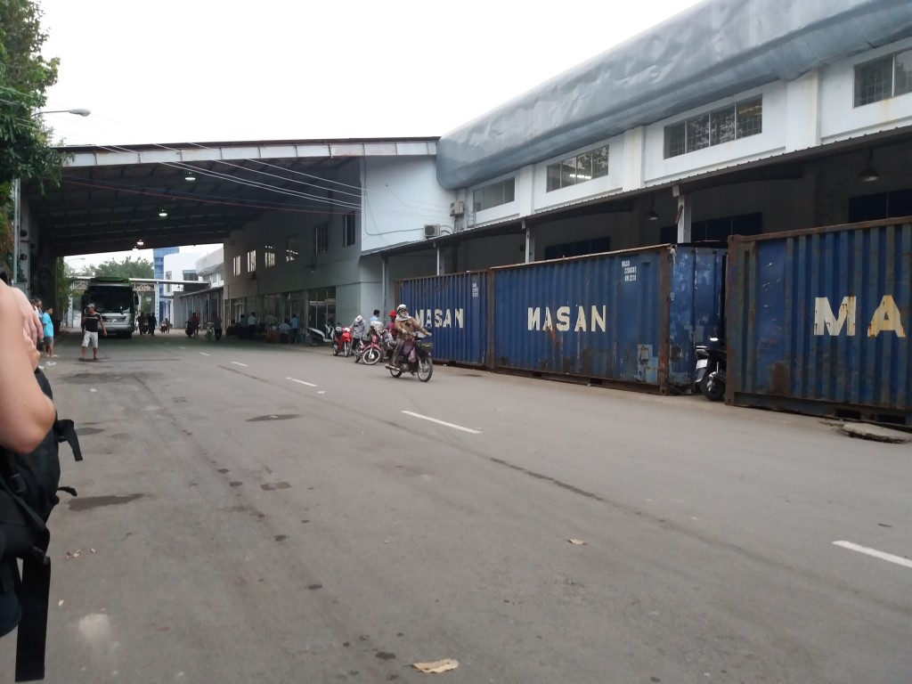 Immigration returning to Vietnam, run from an abandoned hypermart